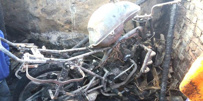 नवादा में भीषण आग से पूरा घर जलकर हुआ राख , कई पशुओं की गई जान