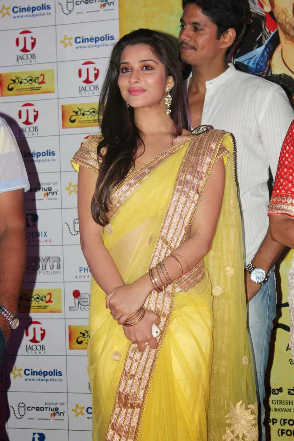 Kollywood Actress Hip Navel Show In Yellow Saree Madhurima