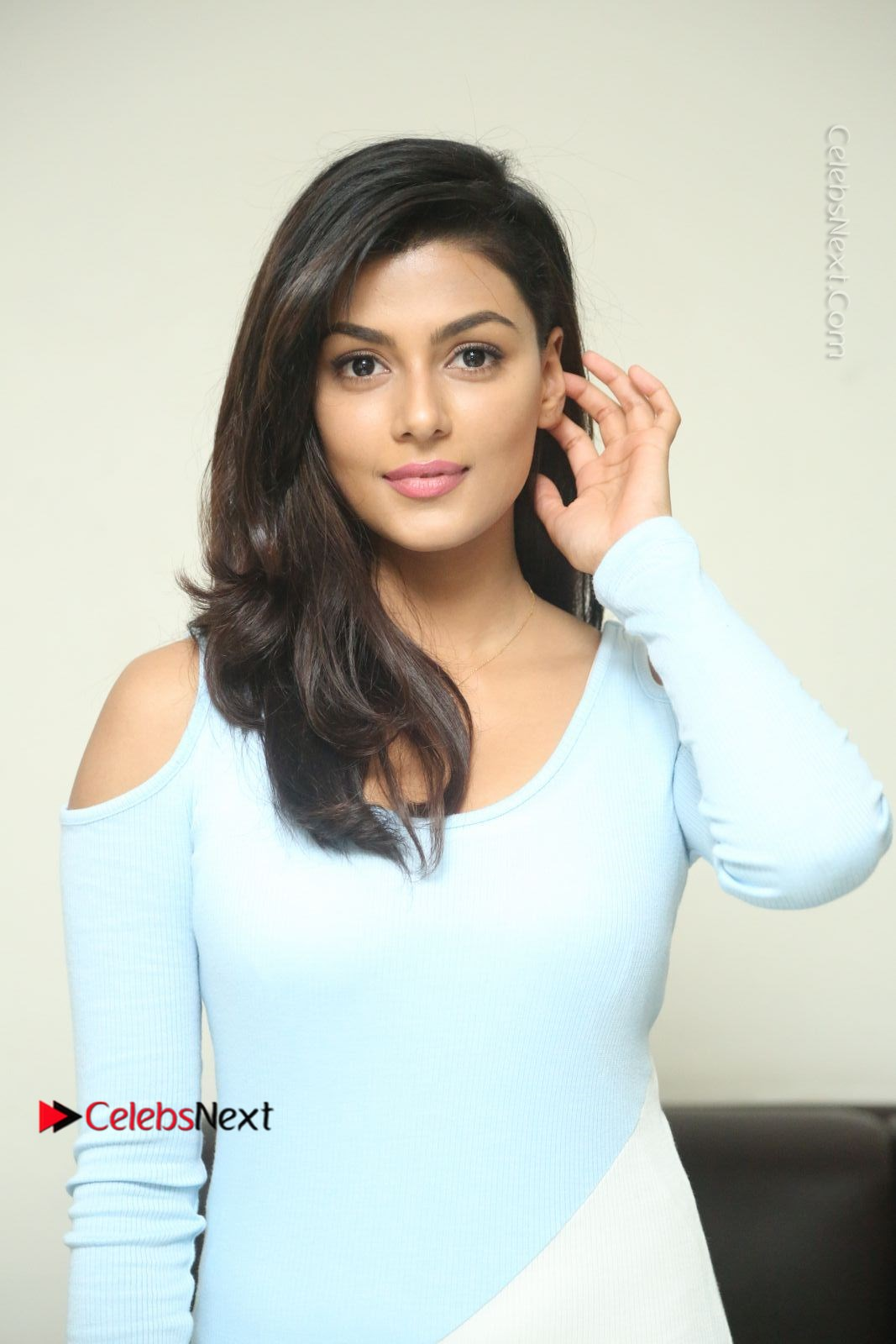 Anisha Ambrose Latest Pos Skirt At Fashion Designer Son Of Ladies Tailor Movie Interview Com 0645 Anisha Ambrose Latest Photos In White Long Leg Split Skirt At Fashion Designer Son Of