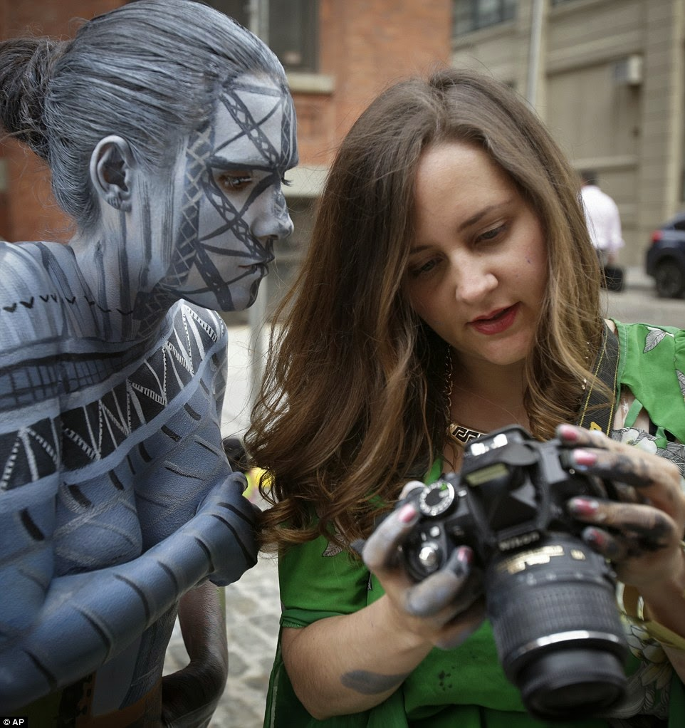 http://www.dailymail.co.uk/news/article-2715283/New-York-s-invisible-woman-The-artist-impressive-body-art-makes-models-disappear-city-s-surroundings.html