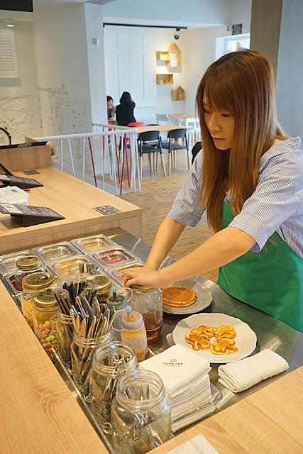DSC06052 - 熱血採訪│台中美食亞尼克台中旗艦店,繽紛鮮果生乳捲新上市,還有自助DIY手作蛋糕體驗