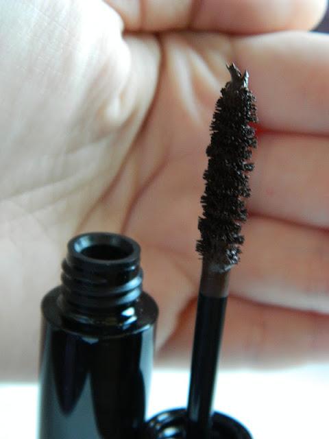 close up photo of brush of illamasqua volume mascara in nocturnal