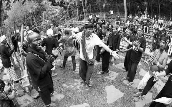 Suasana Panen Raya di Kampung Kuta (foto Baltyra.com)