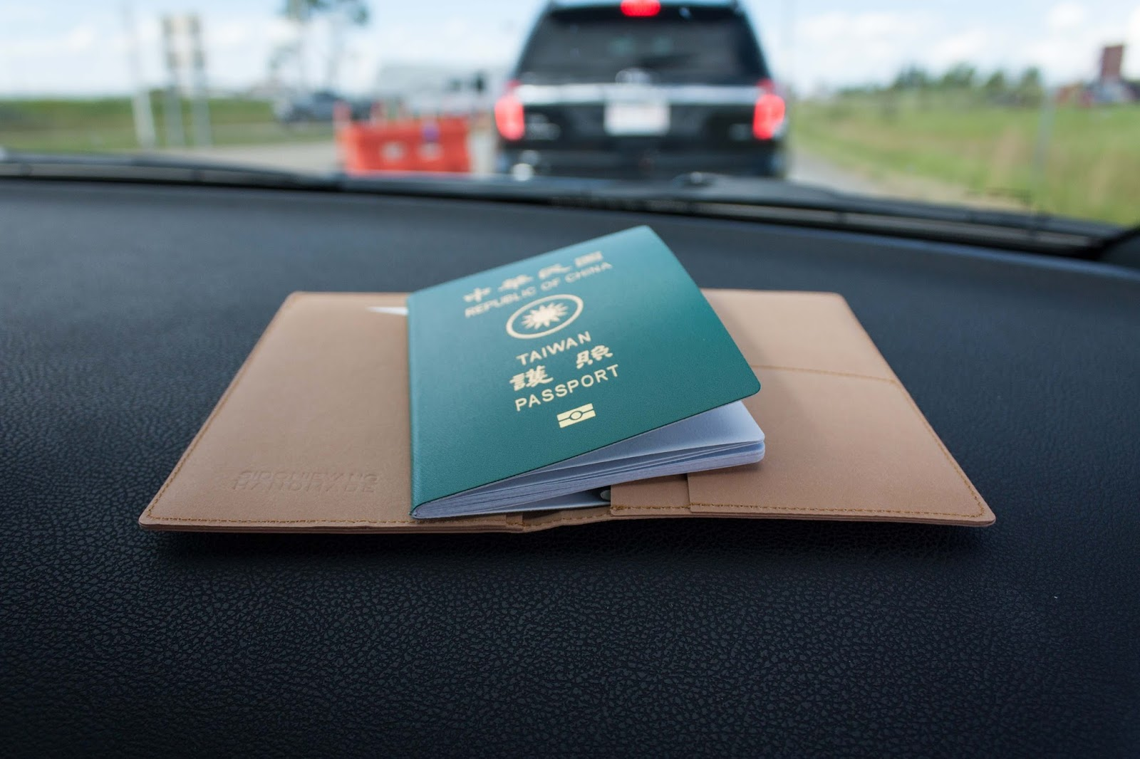 加拿大打工度假簽證 - 離境後入境換發