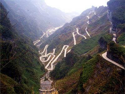 A estrada de Tian Men Montain - China