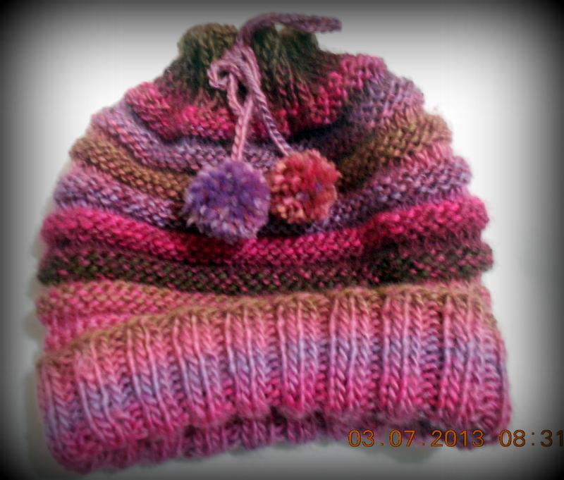 3e03bd0440aaf Fazer 5cm de tricô (1 tricô 1meia) Arrematar e fazer o cordão e pompom pra  finalizar. Não faço tricô