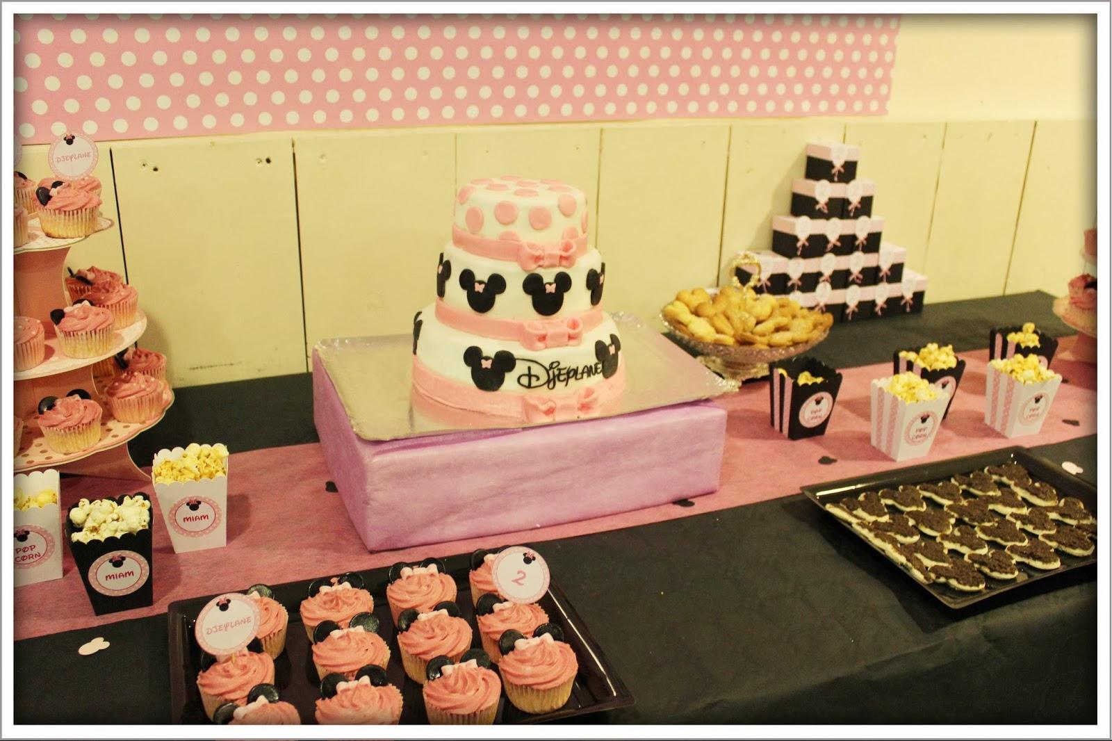 sweet table rose avec gateau d'anniversaire a 3 etages