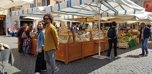 Campo Fiori, Campo d Fiori, mercado, market, Lifestyle, Roma, Italia, Italy, history, blog de viajes, travel blog, travel, Elisa N, Argentina