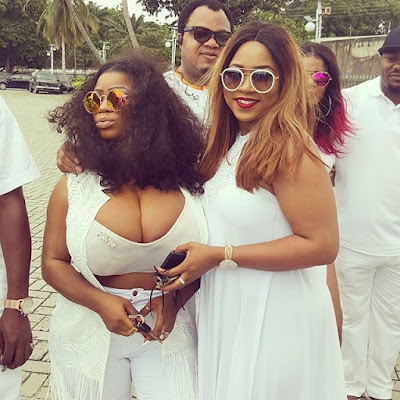 This lady is deserves to be flogged: Slay queen exposes her full boobs