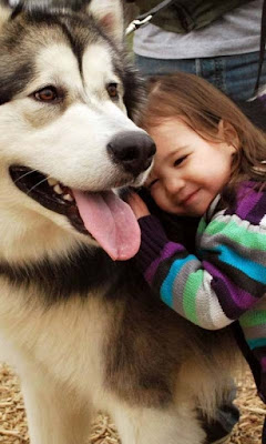 baby-with-her-dogy