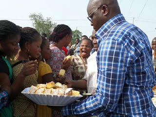 Fayose Shares His Birthday Cake With Residents Of Ado-Ekiti, Hands Them N200 Each 2