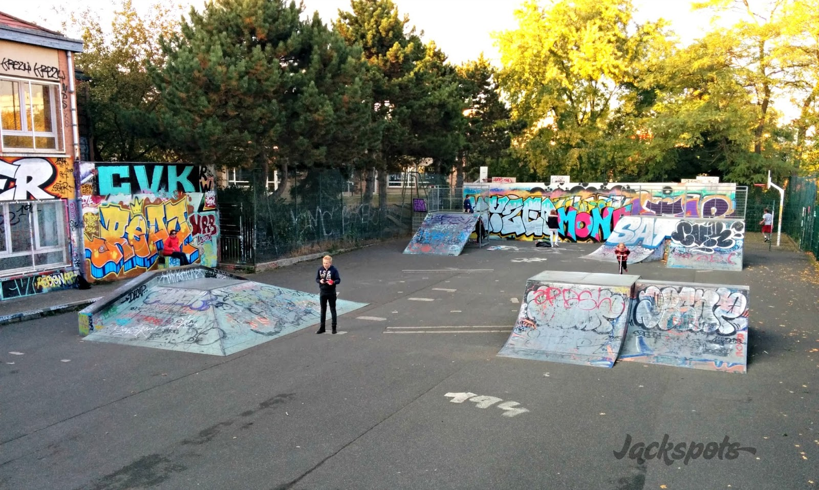 le skatepark de fontenay aux roses jackspots. Black Bedroom Furniture Sets. Home Design Ideas