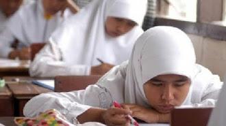 Bupati Minta Maaf Terkait Aturan Jilbab di Sekolah
