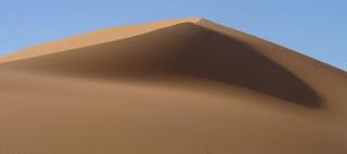 En dromedario por las dunas de Erg Chebbi.