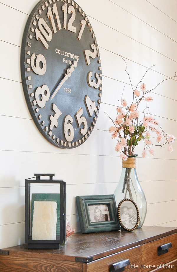 A GORGEOUS spring entryway!