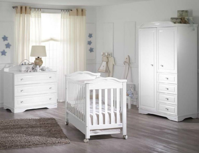 Habitaciones de beb en celeste y blanco dormitorios for Iluminacion habitacion bebe