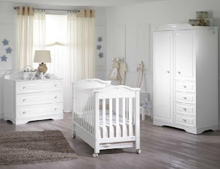 Dormitorio para bebé celeste con blanco