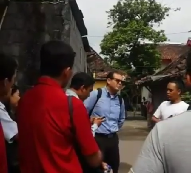 Terciduk, Misionaris Bergerilya di Kampung Santri