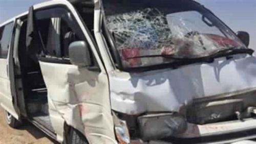 إصابة 24 شخصا بحادث تصادم سيارتين في كفرالشيخ