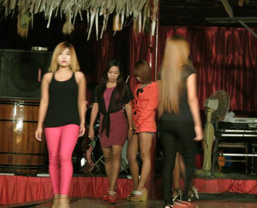 Yangon Girls at night in Yangon 8