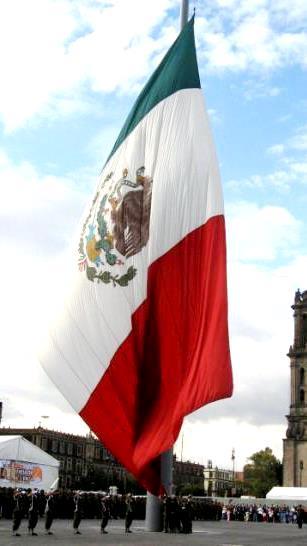 Imagen izando el pabellón nacional de México