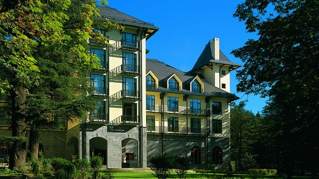 Wildflower Hall best luxury hotel in Shimla, that recreates the grand style of the colonial era with its distinctive old world charm and characteristic warm service.