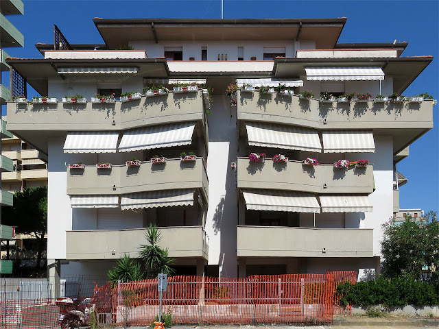 Apartment building, Via dei Sette Santi, Livorno