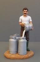 modellini personalizzati statuetta presepe casaro latte mucche secchio orme magiche