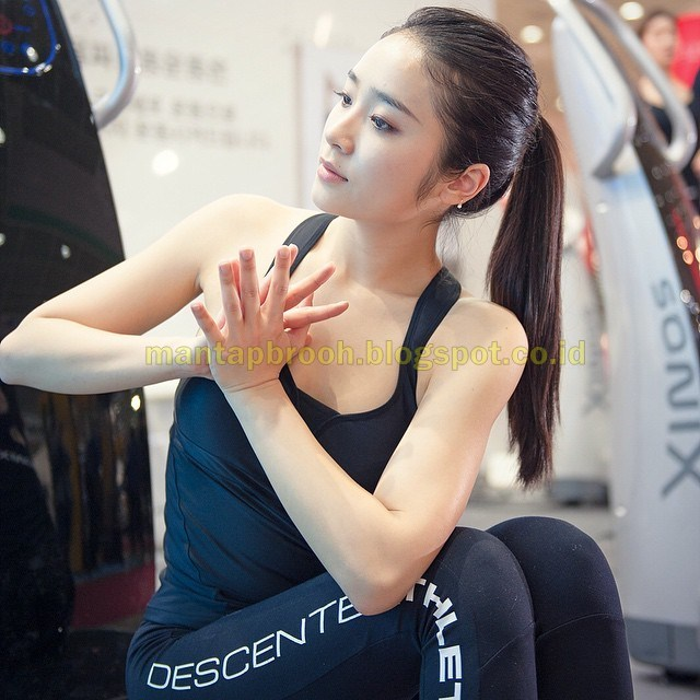 Instruktur Yoga Paling Seksi Ini Bikin Pria Gagal Fokus ...