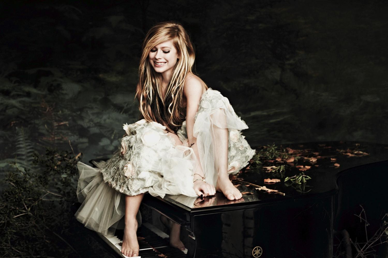Avril Lavigne Feet 93