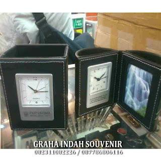souvenir jam meja promosi murah  www.grahaindahsouvenir.net