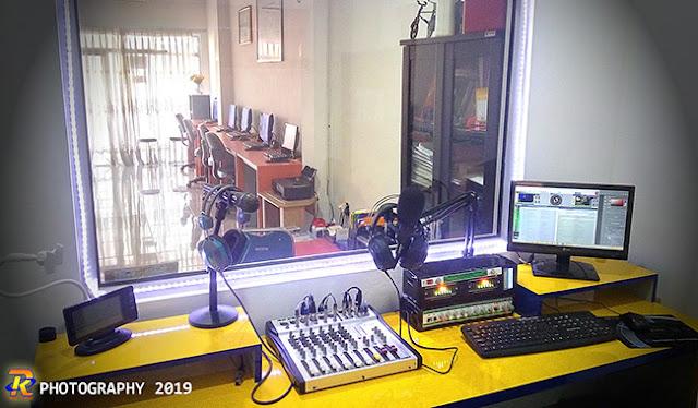 Ruang Studio ONE DJ 89.7 FM