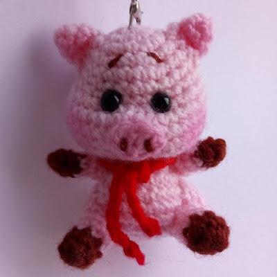 Брелок свинка крючком