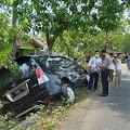 Sopir Mengantuk, Mobil Innova Terperosok Ke Selokan Di Kemangkon