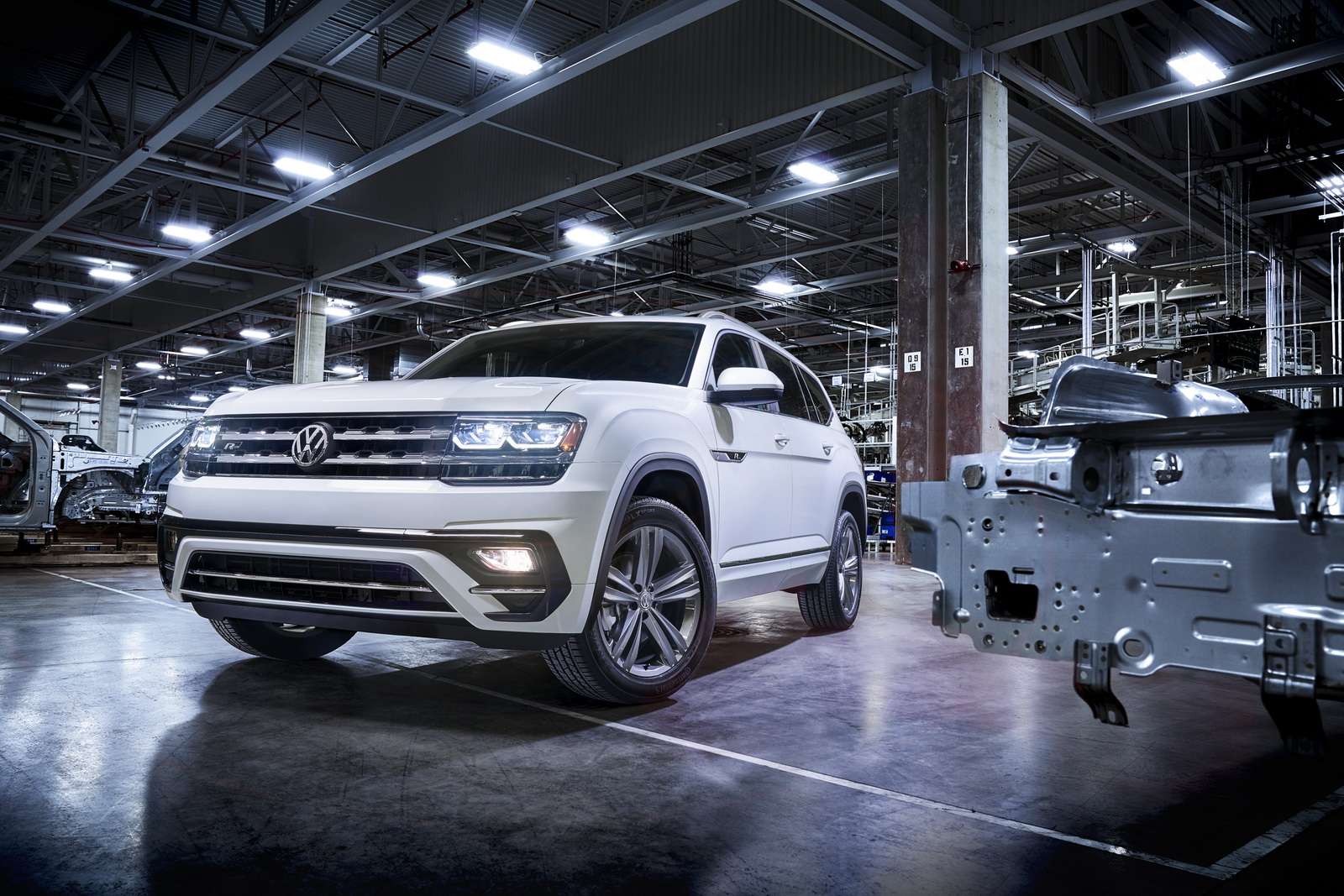 2017 - [Volkswagen] Atlas / Teramont - Page 8 VW-Atlas-RLine-02