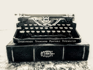 1923-Underwood-3-Bank-Portable-Typewriter