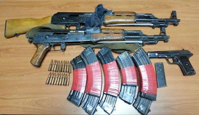 Υπόθεση δολοφονίας: Η ανακοίνωση της αστυνομίας για τη σύλληψη το κτηνοτρόφου και του γιού του με όπλα - Αυτά είναι τα όπλα (+ΦΩΤΟ)