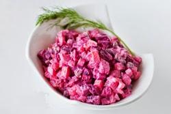 Silkių salotos su burokėliais