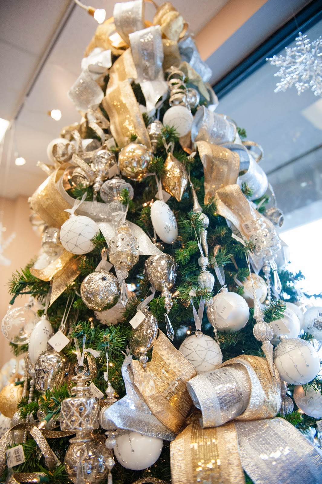 Christmas Tree Fillers.Lisa Foster Floral Design Tips For Christmas Decorating
