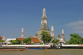 wat arun temple di bangkok