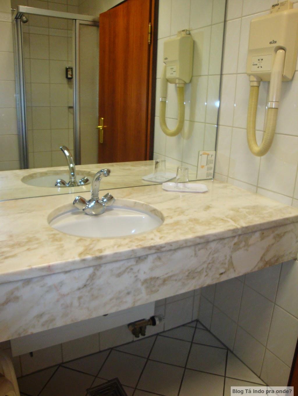 banheiro do quarto single do Altstadt Hotel Trier