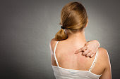 jerawat, jerawat di punggung, menghilangkan jerawat, mengatasi jerawat di punggung, bekas jerawat