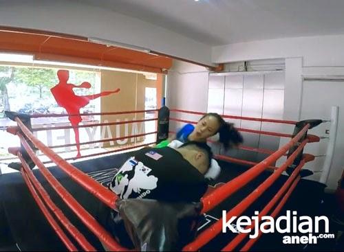 Petinju Wanita Thailand Kalahkan 3 Pelatih Kick Boxing