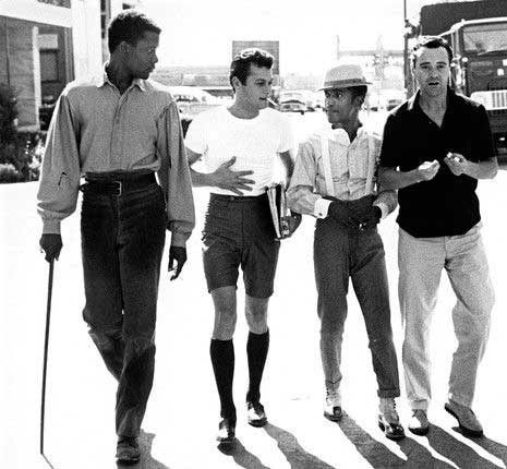 Sidney Poitier, Tony Curtis, Sammy Davis Jr, and Jack Lemmon en los estudios de la MGM en Los Angeles, (1959)