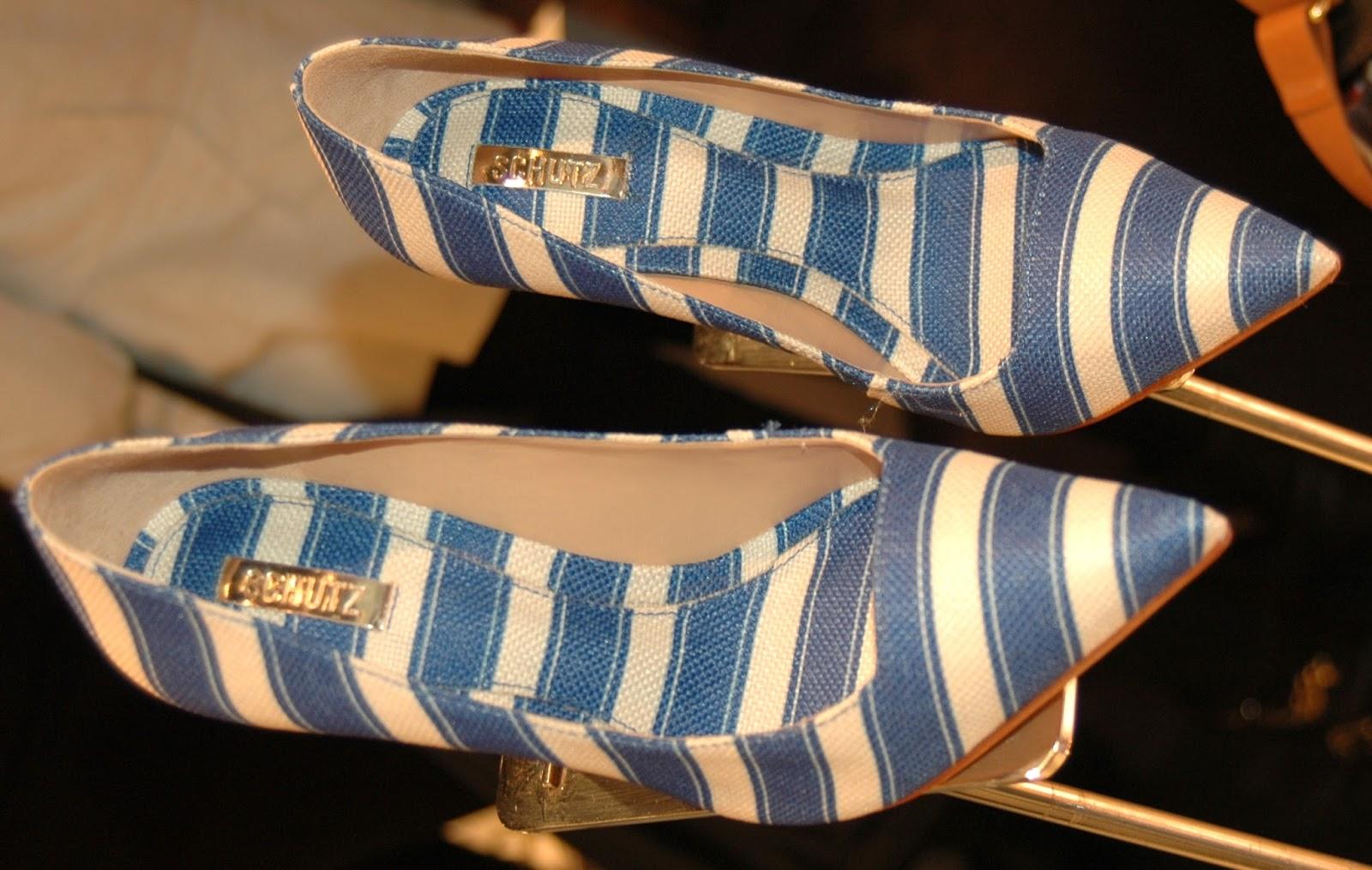 841ed16ac E as listras não vêm só em preto e branco, vejam que lindo este scarpin com  listras azuis, perfeito para o verão.