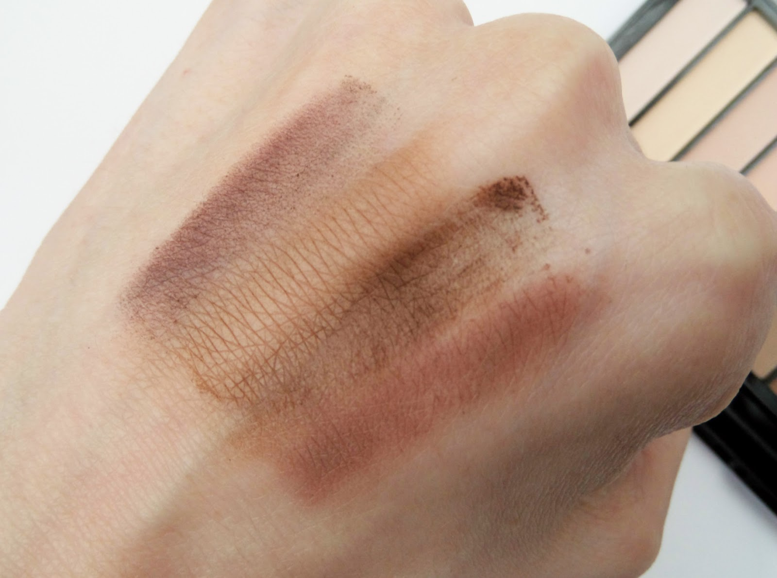 Makeup Revolution Essential Mattes 2 Palette Swatch