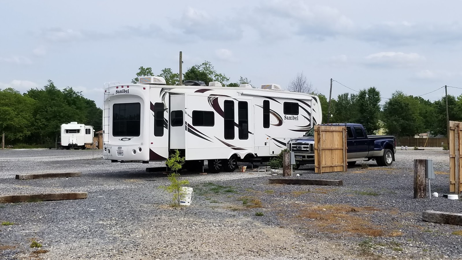 Mark And Patty Rv Adventures Travel To Mobile Alabama With Headache 50 Amp Hookup Our No Frills 20 A Night Full Site In Louisiana