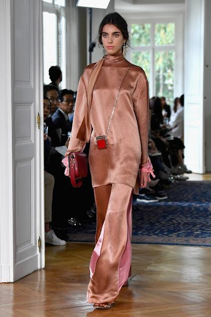 Valentino e sua coleção cheia de romance em Paris - Verão 2017