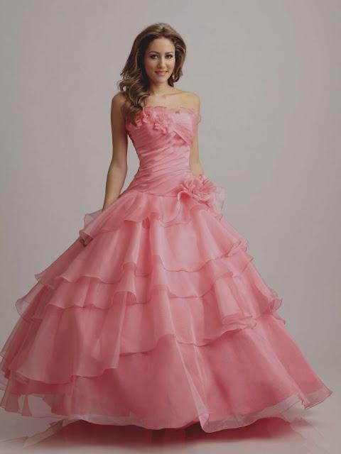 A festa de 15 anos é um dos momentos mais importante de uma moça, é aquele momento para festejar a nova idade, é a mudança da fase infantil.  Veja algumas inspirações de vestidos de 15 anos e se inspire-se.