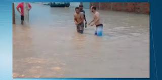 Forte chuva deixa ruas e casas alagadas em Nova Floresta; houve registro em 67 cidades da PB